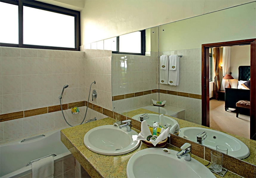 Queens-Cottage-Paraa-Safari-Lodge2