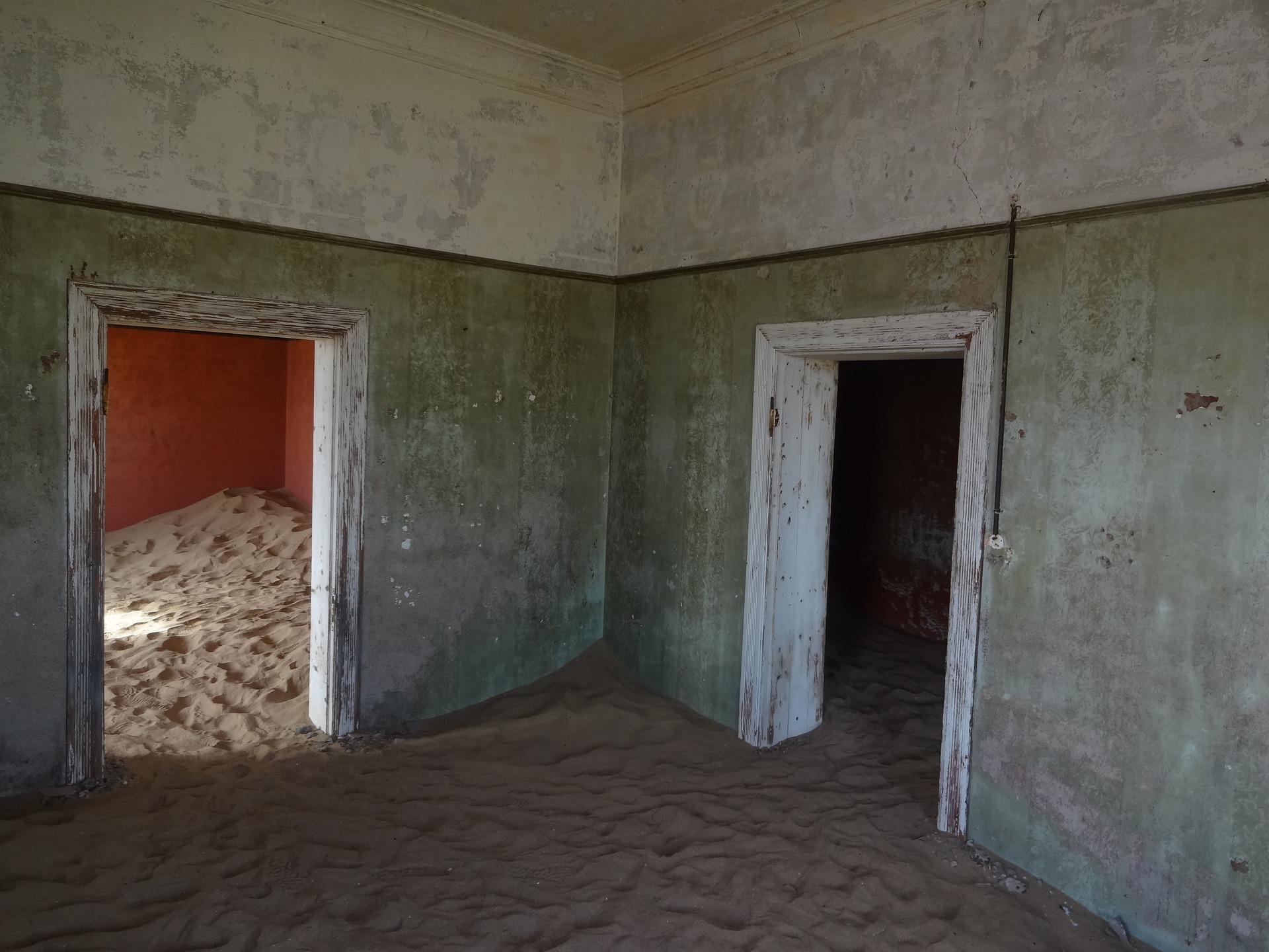 kolmanskop-namibia-pixabay-ghost-town-613180_1920